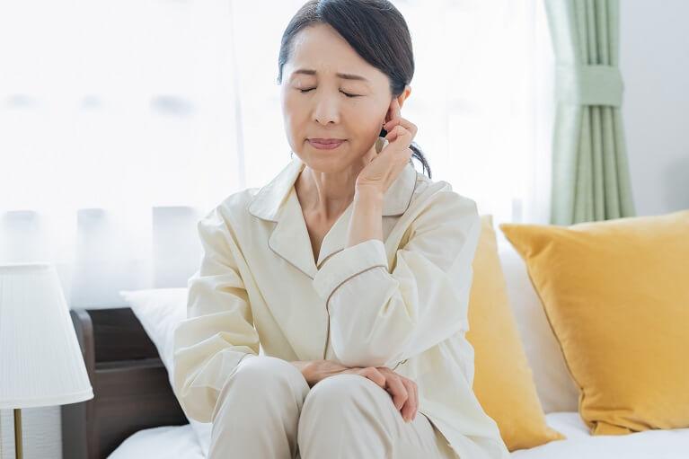 にかわ状の滲出液がたまる好酸球性中耳炎
